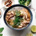 Sopa picante de pavo estilo Hue Sopa de fideos con fideos  www.iamafoodblog.com