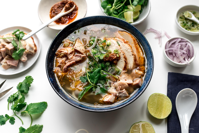 Sopa de fideos con fideos de pavo picante estilo Hue  www.iamafoodblog.com